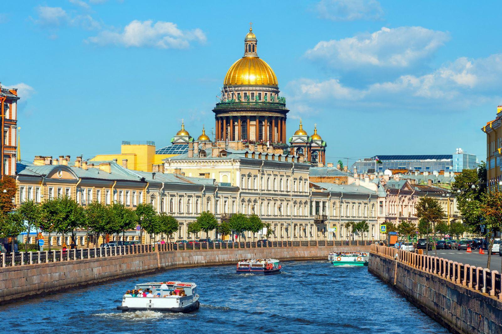 Kết quả hình ảnh cho du thuyền trên dòng sông Neva