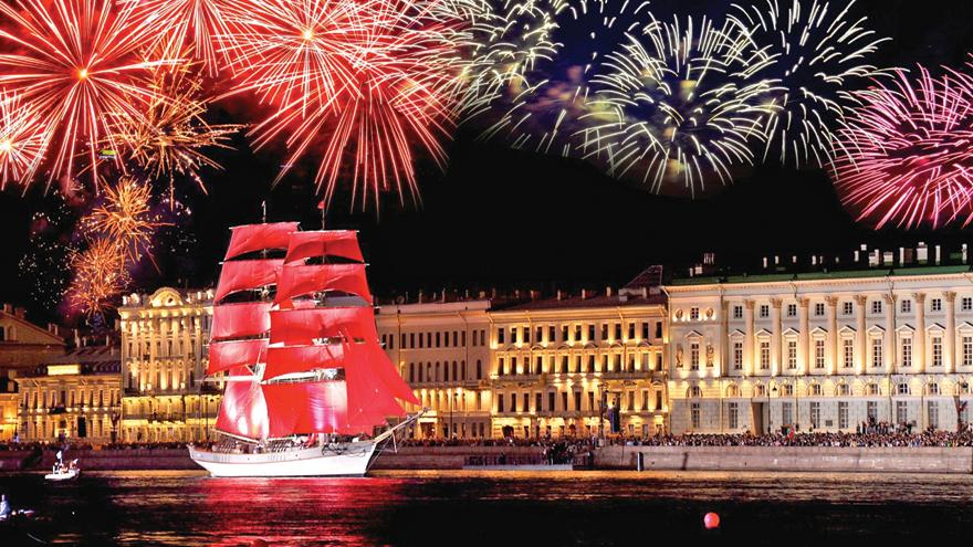"""Độc đáo lễ hội """"Cánh buồm đỏ thắm"""" bạn phải tham gia khi du lịch Nga tháng 6"""