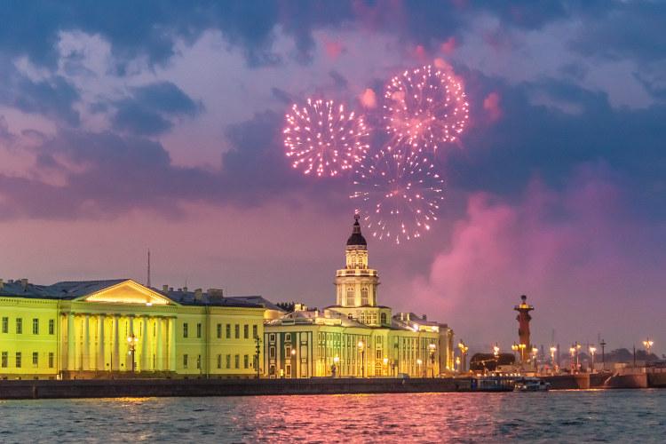 Lễ hội cánh buồm đỏ thắm - Du lịch Nga tháng 6