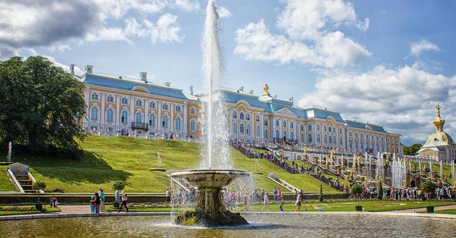 Du lịch Saint Petersburg choáng ngợp với các cung điện lộng lẫy