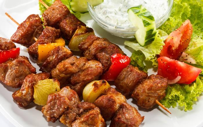 Bữa tiệc thịt nướng Shashlik bạn phải tham gia khi đi tour Nga
