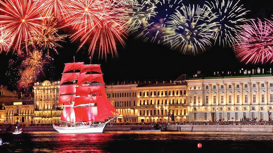 Du lịch Nga tháng 6 hòa mình trong Lễ hội Cánh buồm đỏ thắm rực rỡ