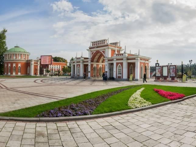 Du lịch Nga mùa hè tham quan công viên Tsaritsyno lộng lẫy